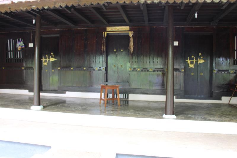 Conventionele huis aangesloten aan de achterkant van de eigenschap.