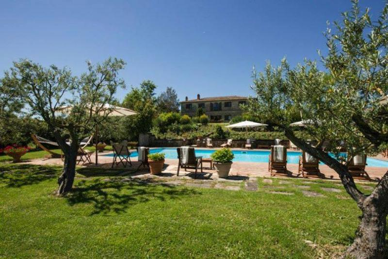 Il Giunco, private villa with pool near Siena. Up to 18 persons with A/C & WiFi!, Ferienwohnung in Bagnaia