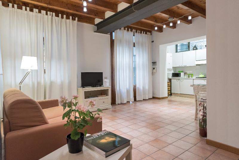 Dimora Galline 2-Tranquillo appartamento in centro, holiday rental in San Massimo