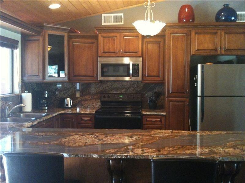 en planta alta cocina, la cubierta es la cocina en planta alta y sala de estar