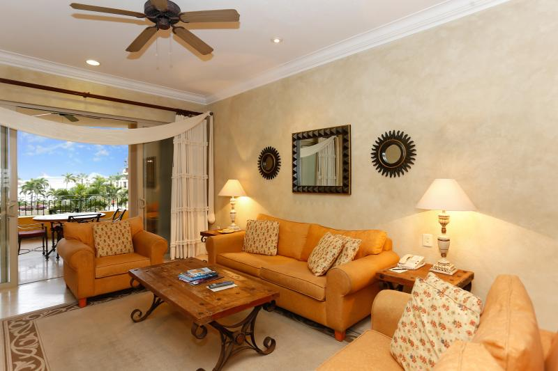 'Esplendor del Cabo' - Luxury Condo with Amazing Views of Land's End!, holiday rental in Cabo San Lucas