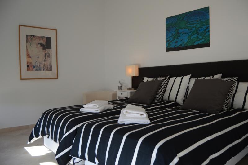 Quarto 3 pode ser configurado como 1 rei super cama de casal ou 2 camas individuais.