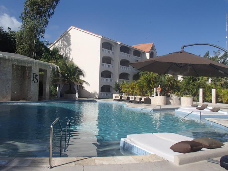 presidential suite pool