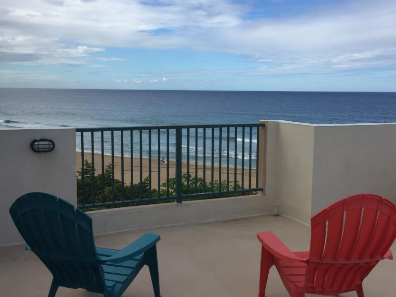 Magnificent 3 Bedroom Ocean Front Pent House, holiday rental in Hatillo