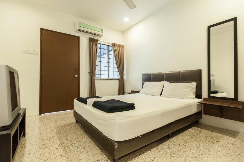 The Queen Bedroom
