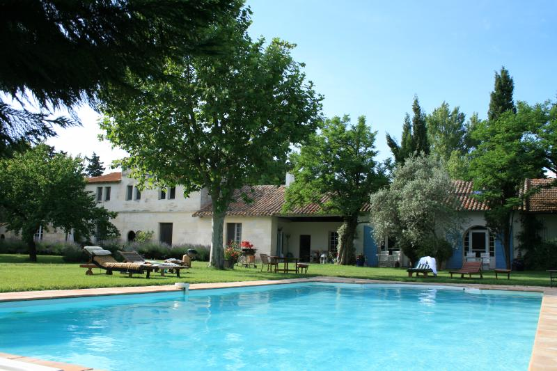 Deluxe apartment at Mas Antonine, Grenouille, holiday rental in Albaron