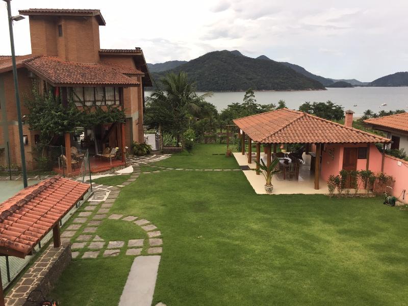 Casa do Morro com vista exuberante, quiosque e quadra de tenis