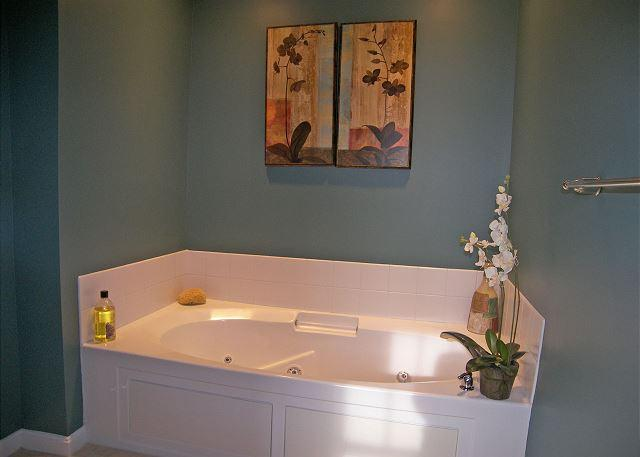 Jet Tub in Master Bath