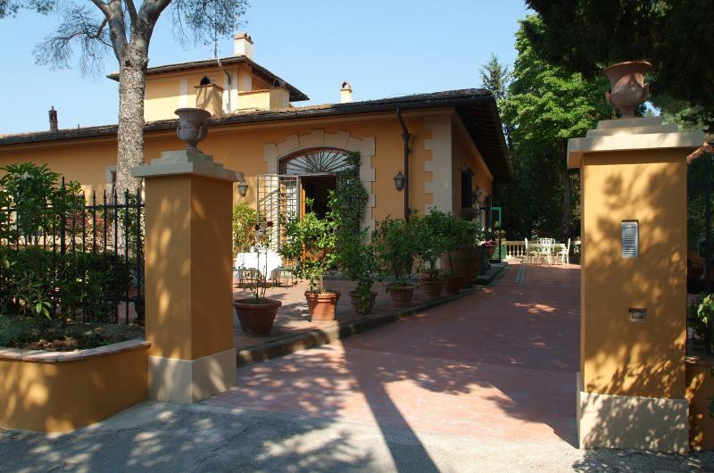 Villa con piscina a solo 8 km da Firenze, vacation rental in Florence
