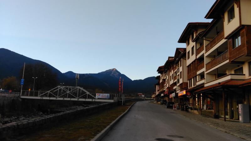 La vue de notre appartement au-dessus du magasin de ski Rossignol et du domaine skiable et Tadorka.