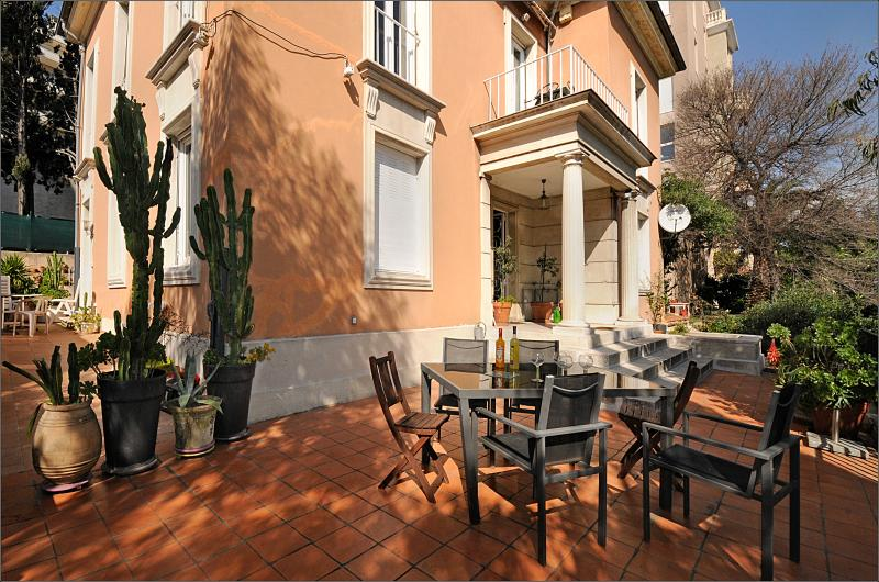 The villarima is a ArtDeco villa in the center of Nice, with 'flair' and nice architectural design