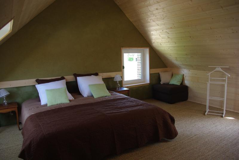 Chambres d'hôtes Jardin Solstice à Vaupillon, holiday rental in Saint-Germain-des-Grois