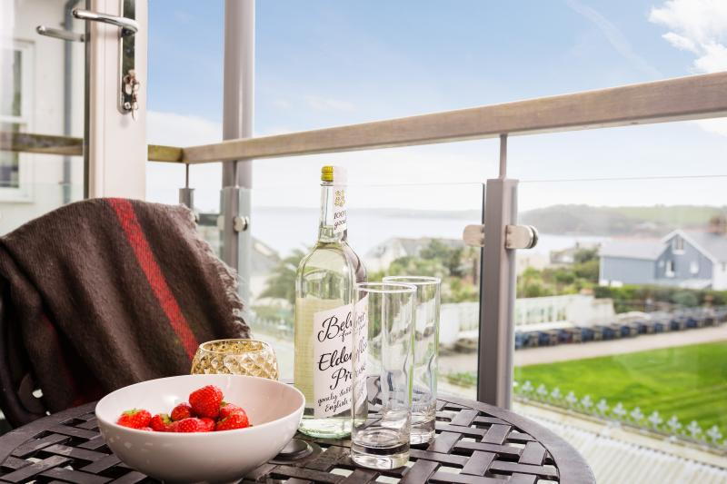 The Manacles is a 5 Star apartment on Falmouth seafront with views of the bay