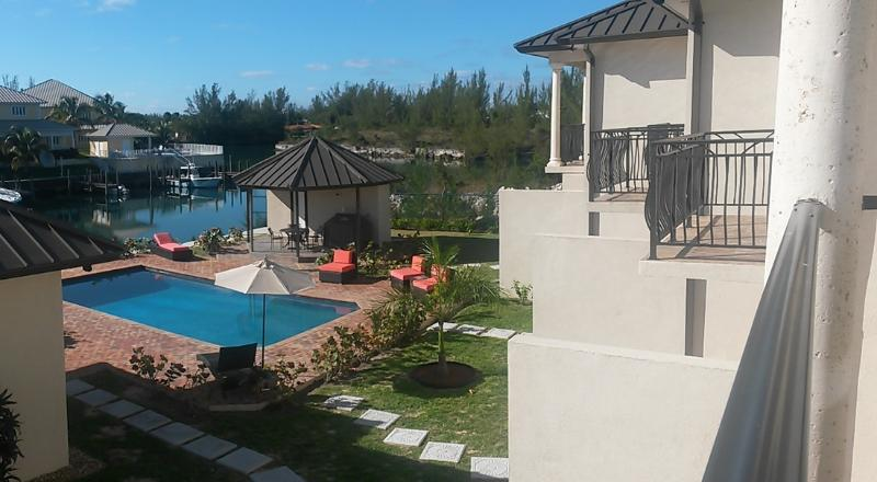 OCEANS II - Luxury Condos / Townhomes, holiday rental in Lucayan National Park