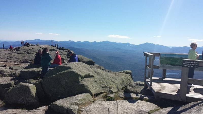 Ver la cima de Whiteface Mountain-a poca distancia carride
