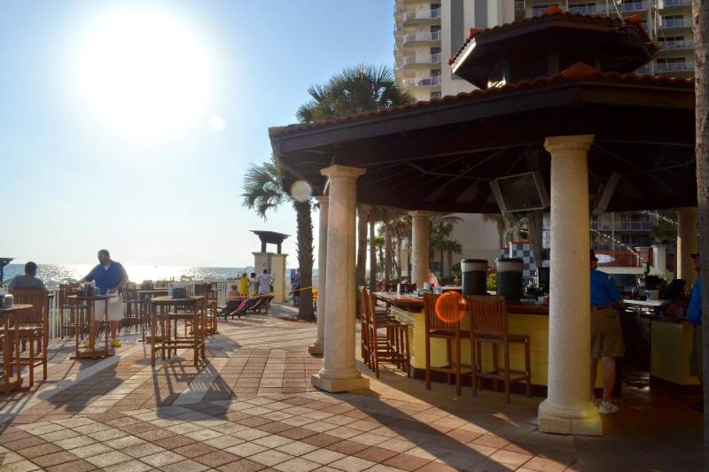Tiki bar on the pool deck serving up your favorite beverages.