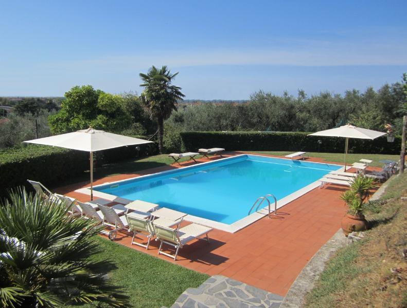 Villa Veranda, hillside, only 4 km from the beach, holiday rental in Capezzano Pianore