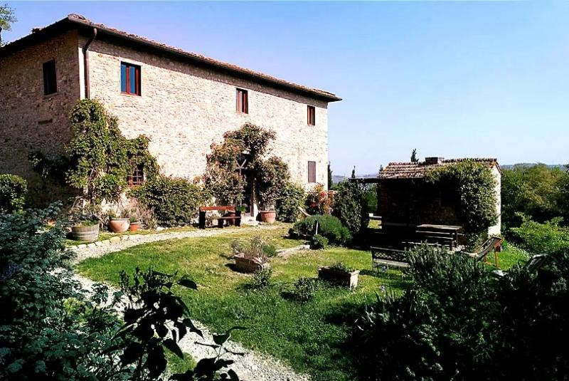 Restored Farmhouse w/Pool among Chianti vineyards, vacation rental in San Casciano in Val di Pesa