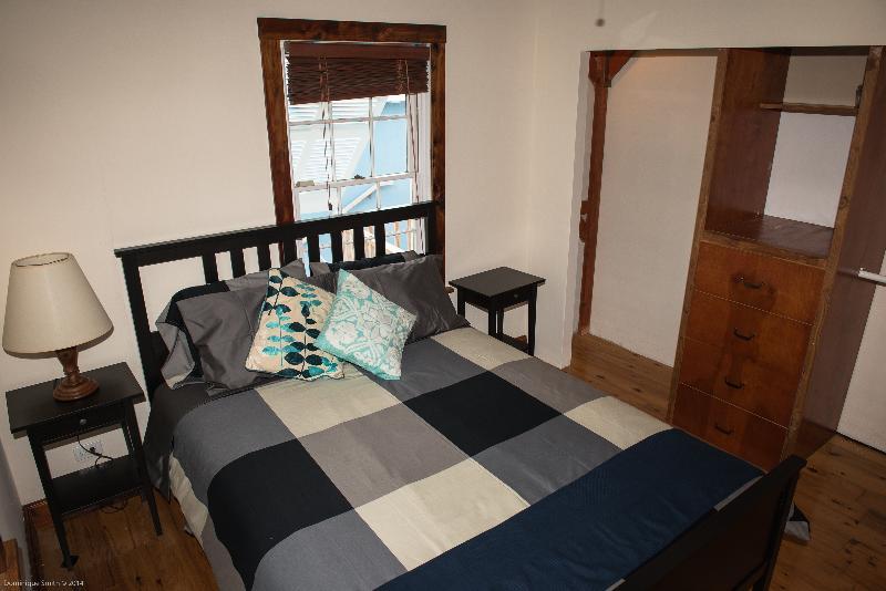 1st bedroom, queen size bed