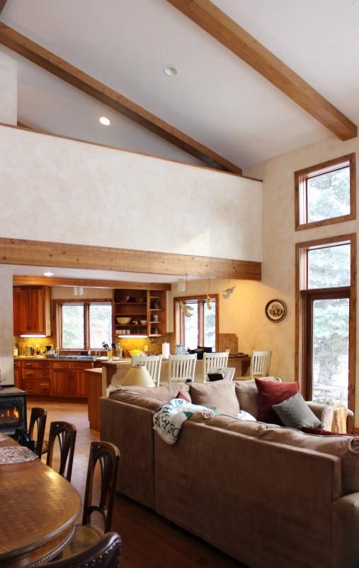 Cabin On Fall River, Walk To RMNP And Town Has Parking And