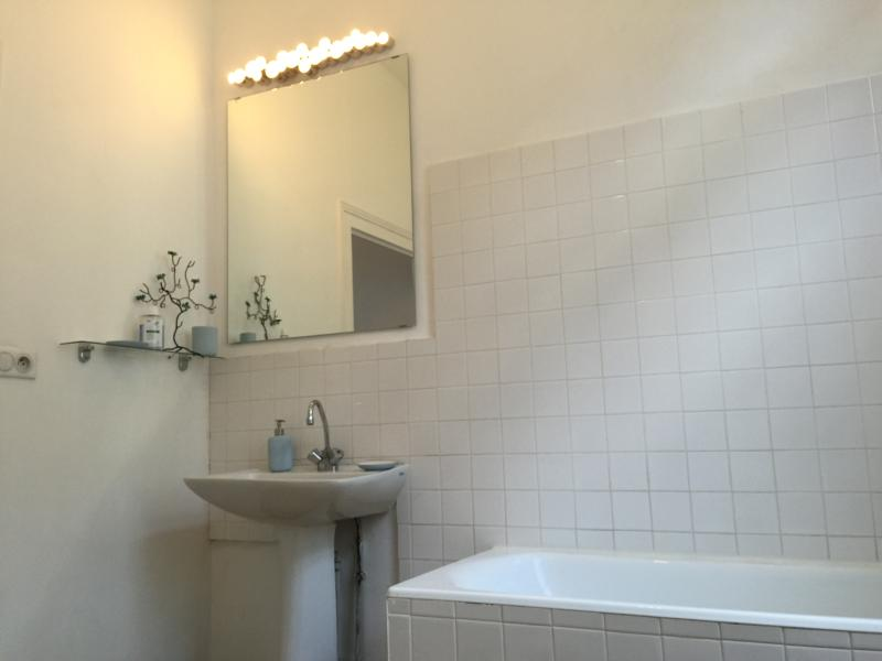 Bathroom with WC, basin, Bath with shower over and bidet.
