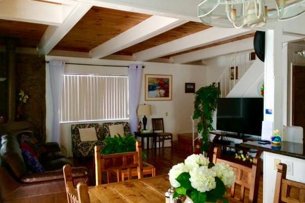 Recientemente renovado con piso de madera dura de roble, baños nuevos y cocina. Wifi gratis, Netflix