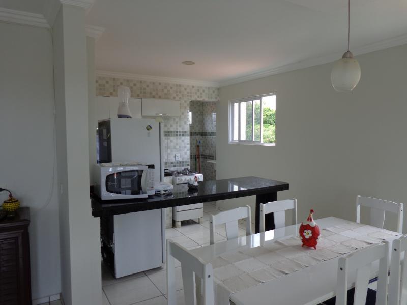 Dinning room and kitchen/ Sala de jantar e cozinha