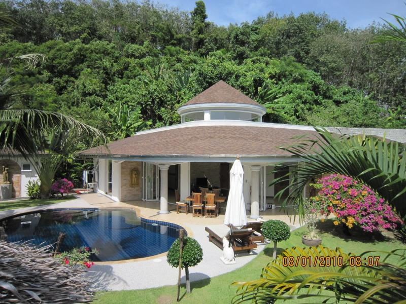 Villa Relax-full service-daily maidservice-cooking service- Laundry service, vakantiewoning in Nai Thon