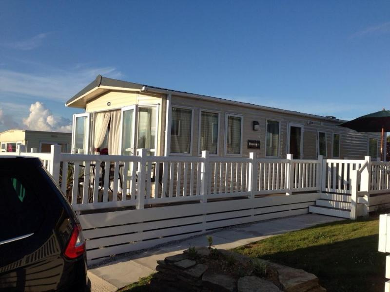3 bed static caravan on popular Parkdean site White Acres, Newquay. Cornwall. Fantastic for families