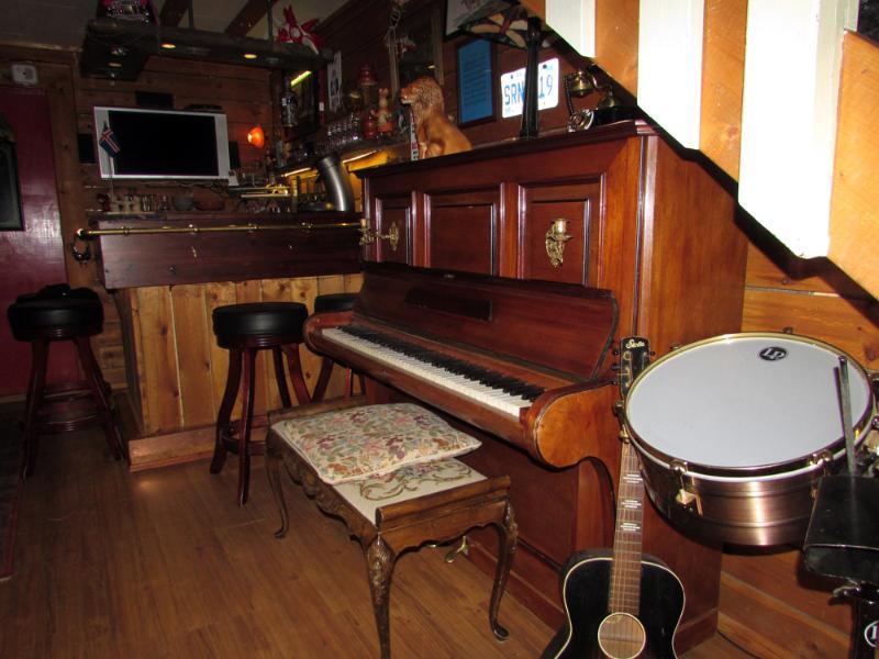 Klavier und Schlagzeug.
