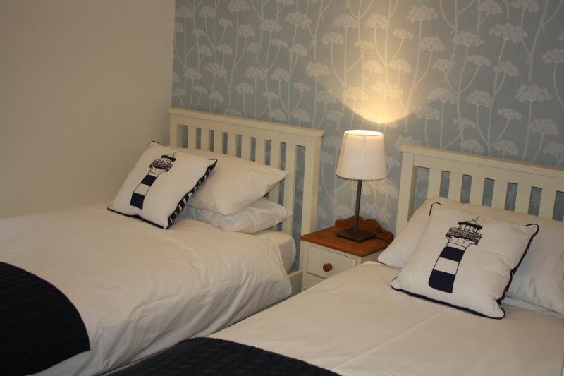 Twin bedroom (plus single futon)