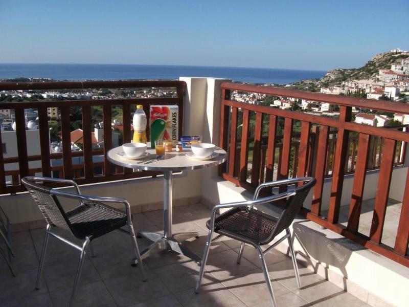 Área de terraço, ideal para pequeno-almoço e almoço