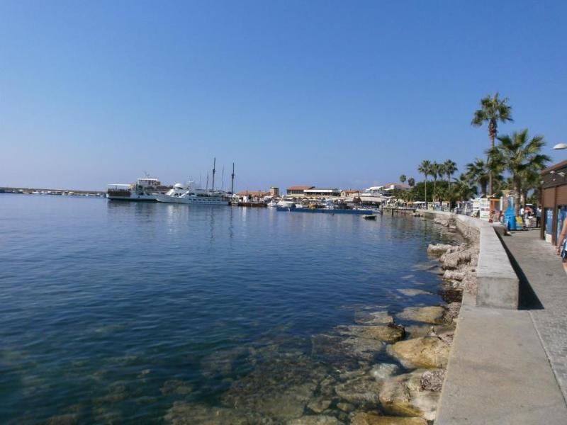 Vista do porto de Pafos