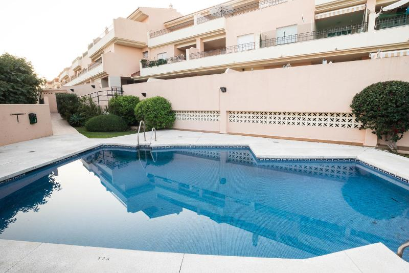 Apartamento ideal parejas con desayuno, location de vacances à Arroyo de la Miel
