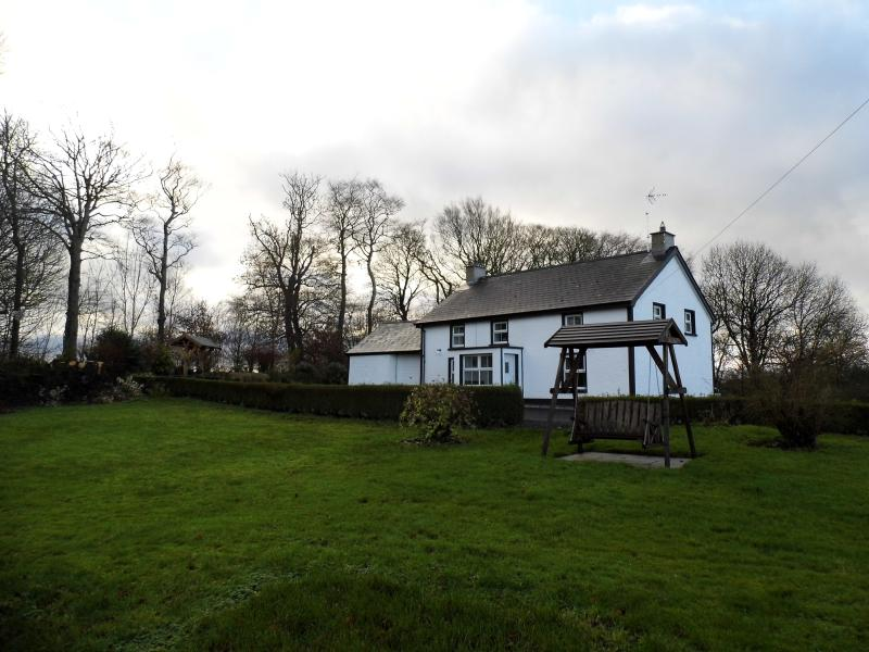 Pharis Smithy Farmhouse, Ballymoney, Ballycastle, holiday rental in Glenariffe
