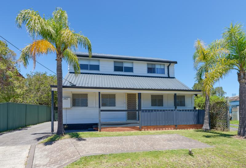 Walk to Long Jetty - Enjoy the pool, holiday rental in Ourimbah