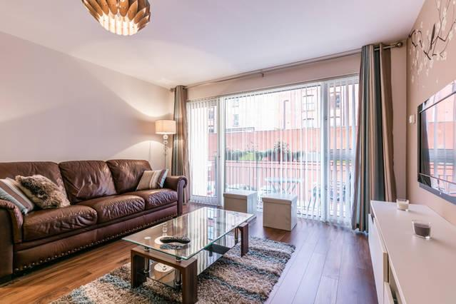 Luxury 2 bed Belfast city centre apartment, vacation rental in Belfast