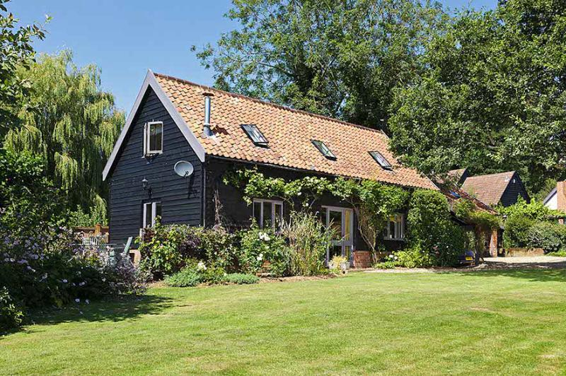Willow Farm Cottage is in a delightful village setting tucked away down a quiet lane