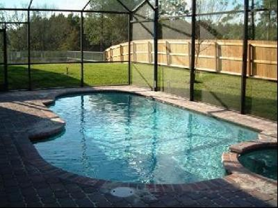 Gorgeous Pool and Jacuzzi in a gated community, minutes from all the Parks and attractions.