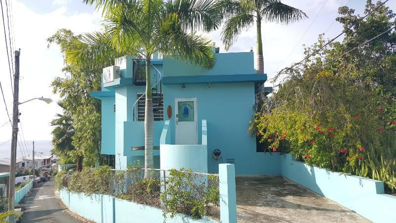 Ocean Sunset View, Clean, Fresh, Safe Walk 2 Beach, location de vacances à Rincon
