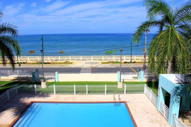 Enjoy summer all year, Ocean Front Mini Penthouse Huge Private Terrace., location de vacances à Aguadilla