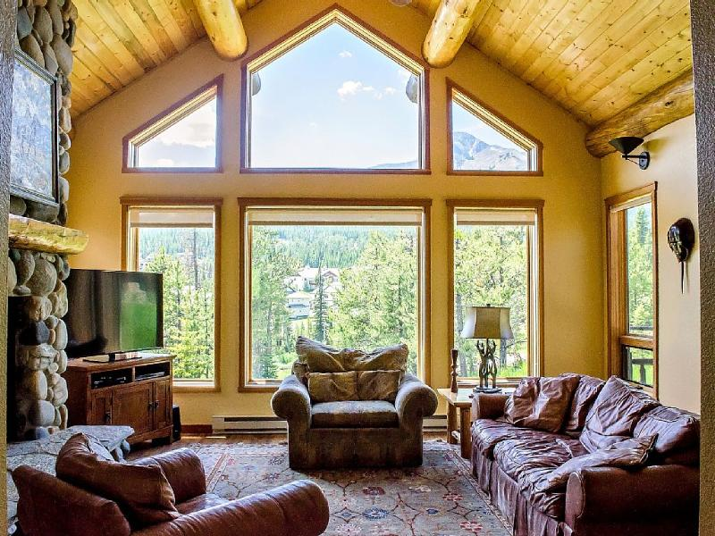 UPDATED 4BD HOME, SKI ACCESS, HOT TUB, FIREPLACE, holiday rental in Big Sky