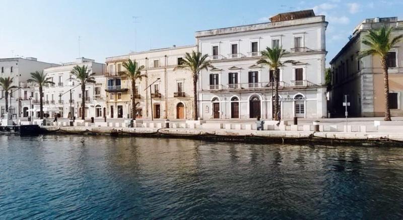 Il lungomare di Viale Regina Margherita è il posto più incantevole della città di Brindisi.