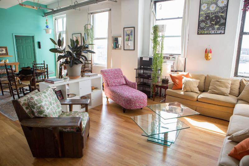 Huge Loft with Stellar Manhattan Views!, holiday rental in Brooklyn