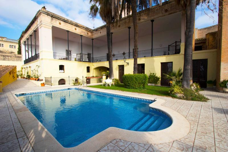 Catalunya Casas: Impressive Mansion Banyeres for up to 40 people!, vacation rental in L'Arboc