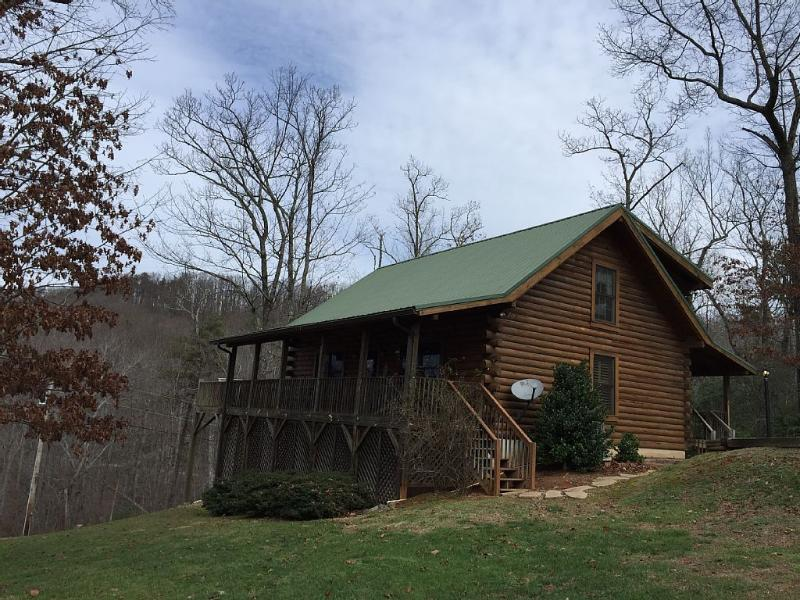 Master's Vista Mountainview Log Cabin nestled in the mountains of North Carolina, and 3 levels.