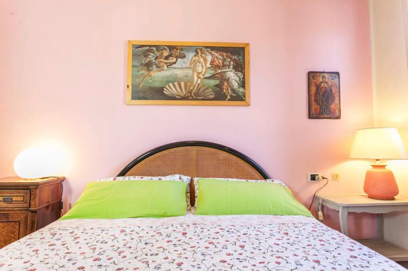 Nido's colorful bedroom