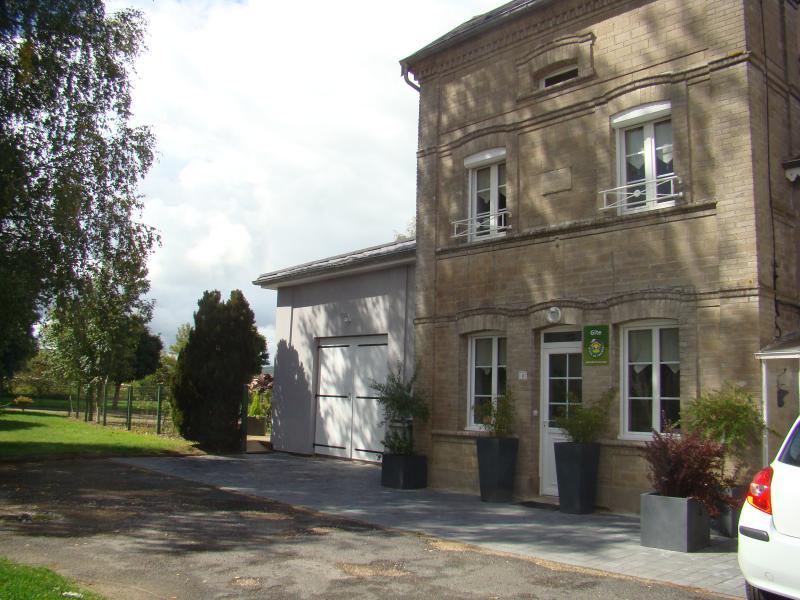 GITE DE CHARME 4 ÉPIS AVEC JACUZZI PRIVATIF, casa vacanza a Haute-Marne