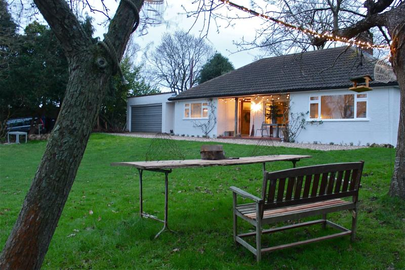 Flatford Lodge - 1930's home with  breathtaking view, holiday rental in Hadleigh