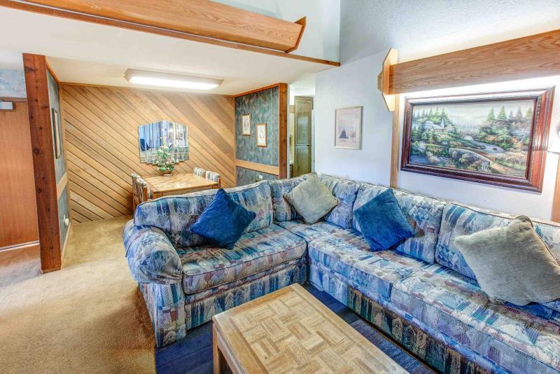 Aspen Creek #401 - Living room seating options